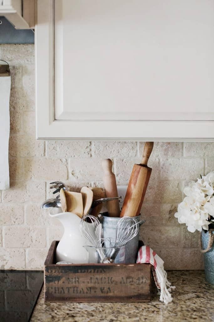 10 Farmhouse Kitchen Decor Ideas That Would Make Joanna ... on Farmhouse Kitchen Counter Decor Ideas  id=19545