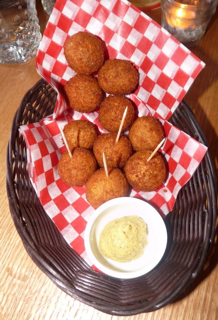 Visit Borrel Toronto Restaurant for awesome Dutch comfort food! #Toronto #restaurant #review #Dutchfood #comfortfood