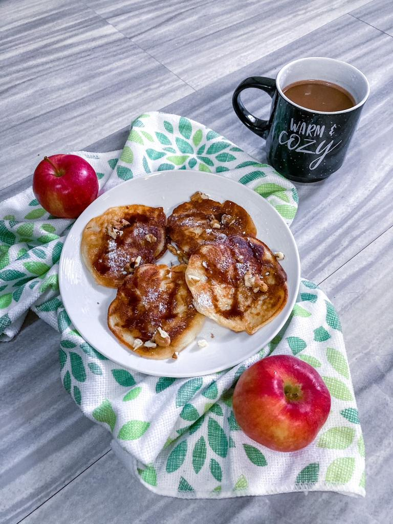 The best and yummiest Polish apple fritters #plackizjablkami #racuchy #applefritters