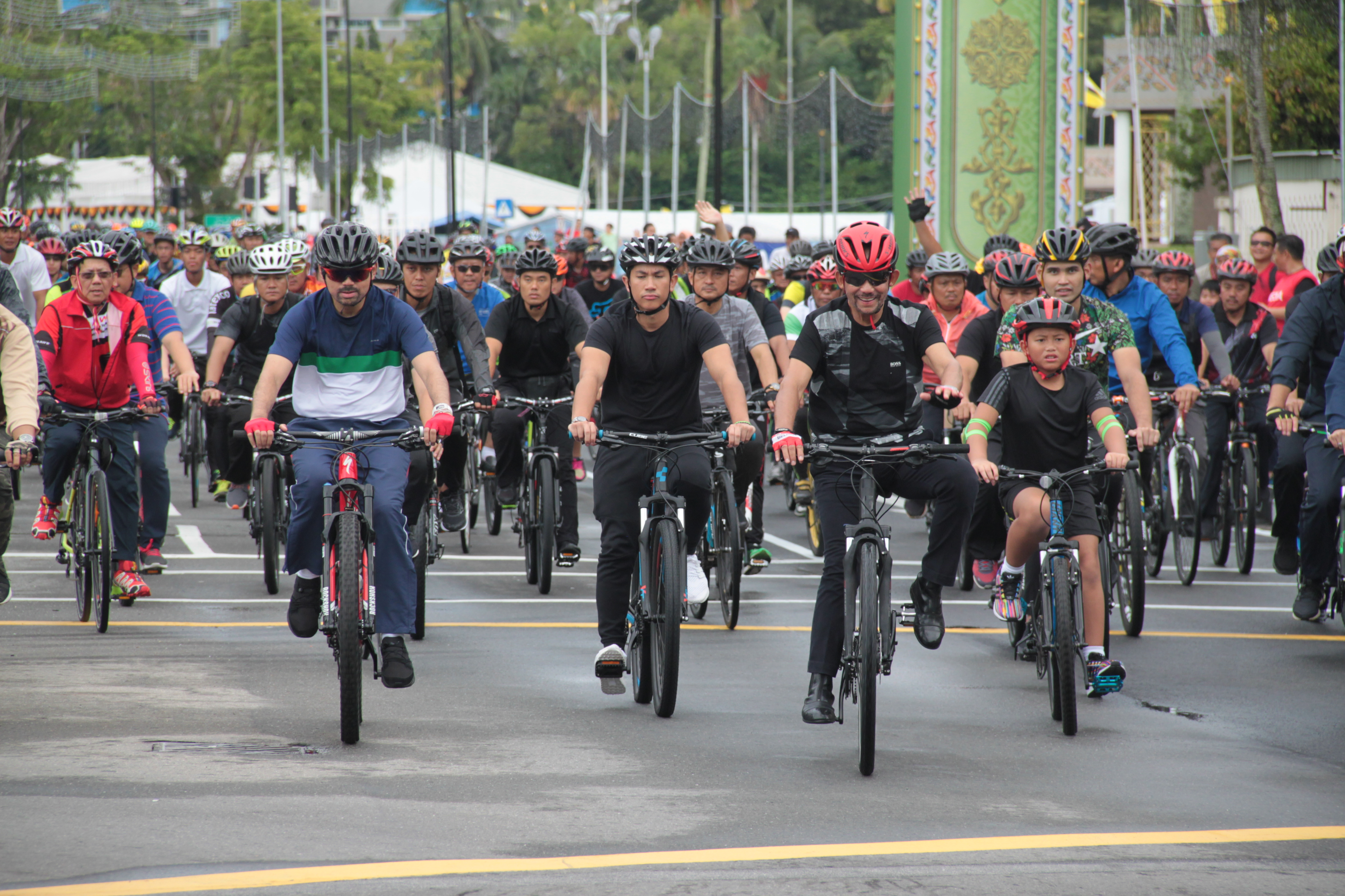 His Majesty the Sultan during the Golden Jubilee Cycling Expedition in Bandar Seri Begawan. Photo: Ubaidillah Masli/The Scoop