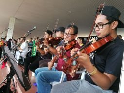 Violinists play their music during the Bandarku Ceria event at Taman Haji Sir Muda Omar Ali Saifuddien. Photo: Ubaidillah Masli/The Scoop