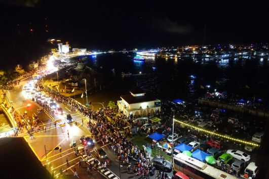 Thousands of people mill around the streets of Bandar Seri Begawan on Oct 14, to witness the opening of the Raja Isteri Pengiran Anak Hajah Saleha Bridge. Photo: Rachel Thien/The Scoop