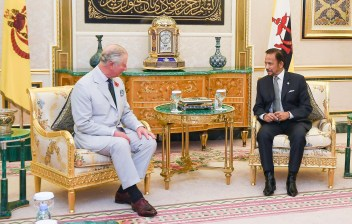 HRH the Prince of Wales in a private audience with HM the Sultan of Brunei. Photo: Infofoto