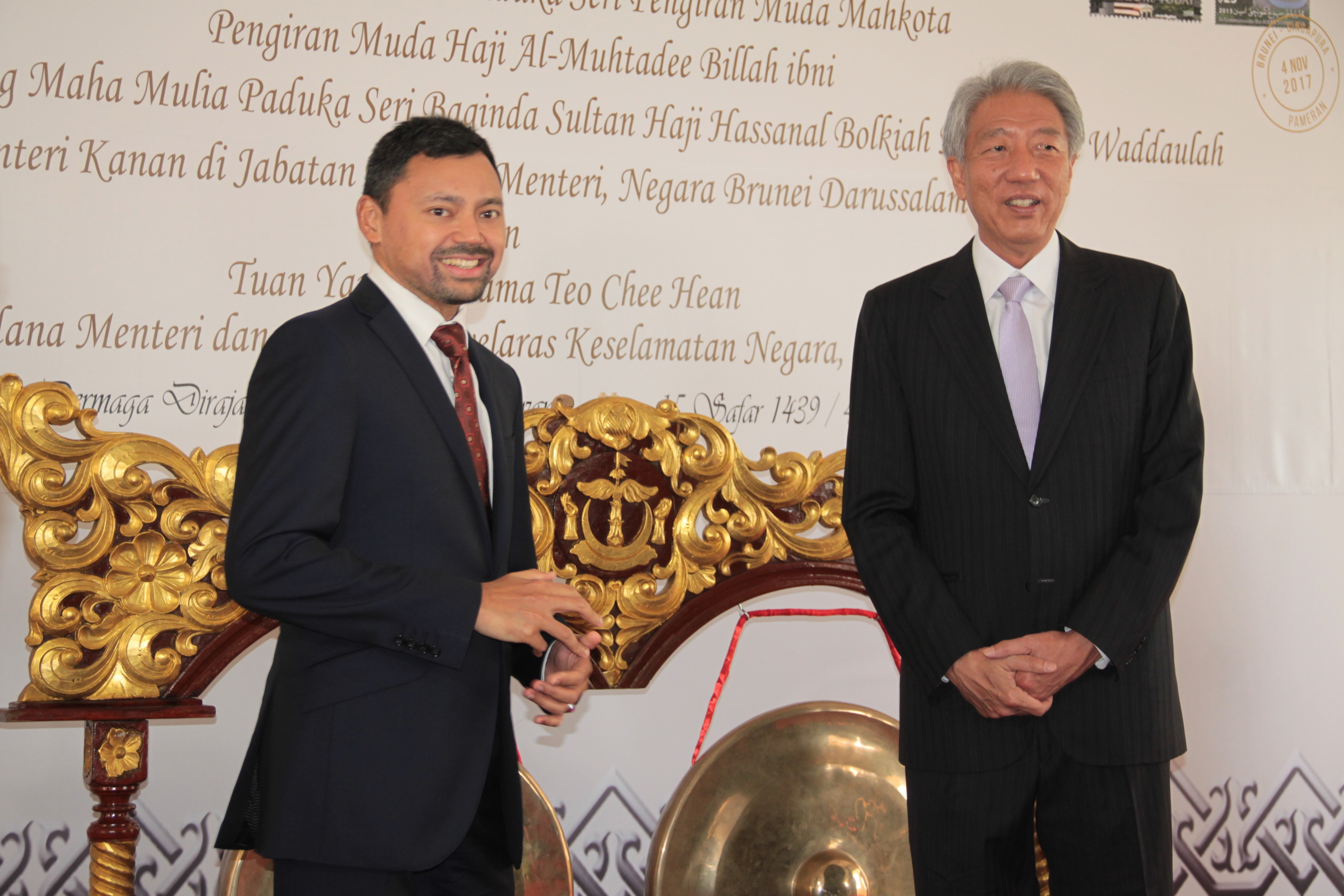 HRH Prince Haji Al-Muhtadee Billah (L), the Crown Prince and Senior Minister at the Prime Minister's Office and Singapore's Deputy Prime Minister Teo Chee Hean (R) launch the 'Abode of Peace & the Lion City: A Brunei-Singapore Exhibition' at Royal Wharf in the capital. Photo: Rasidah Hj Abu Bakar