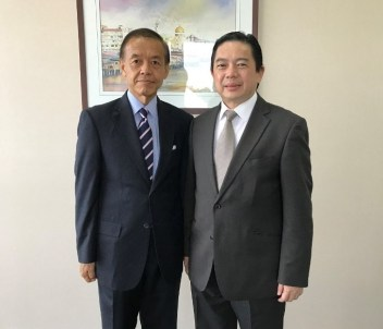 Dato Dr Hj Mohd Amin Liew (R), the new Second Minister of Finance with the Japanese ambassador to Brunei. Photo: Embassy of Japan in Brunei Darussalam