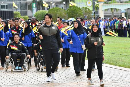 SEA Games bronze medallists HRH Princess Azemah (R) and YAM Pengiran Muda Bahar (3R) closes out the National Day parade.