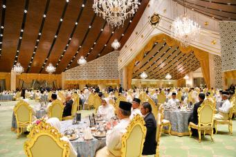 Guests at a state banquet at Istana Nurul Iman. Photo: Infofoto