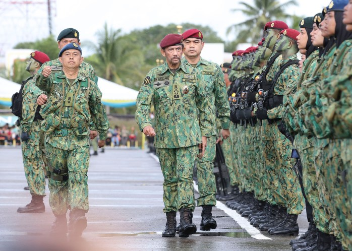 HM the Sultan inspects the parade contingent during the RBAF's 57th anniversary celebrations at Penanjong Garrison, Tutong on July 1, 2018. Photo: Infofoto