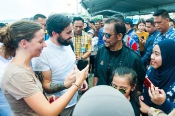 Tourists greet HM the Sultan during the Brunei Regatta on Aug 12, 2018.Photo: Infofoto