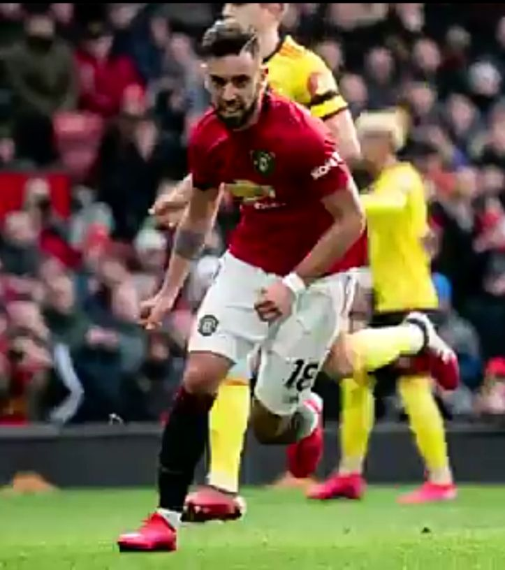Fernandes scores his first goal for United as they climb to top 5 on the EPL table