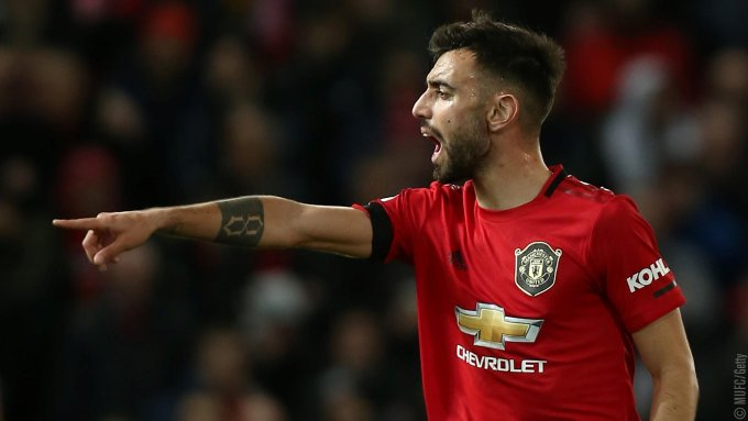 Bruno Fernandes get booked in his first game for Manchester United against Wolves