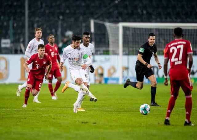 B. M'Gladbach 3-2 Bayern Munich