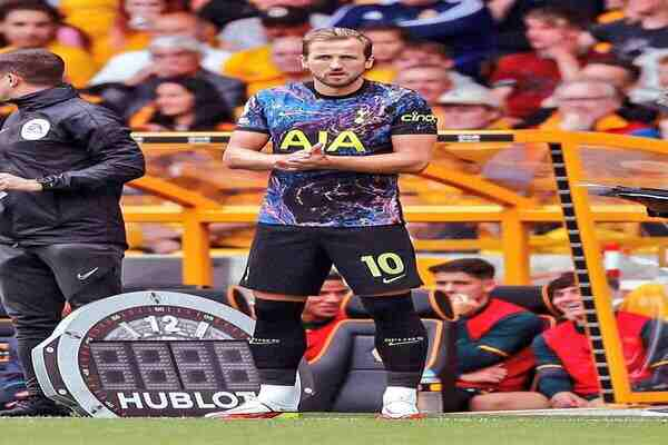 Kane play his first game of the season for Tottenham against Wolves