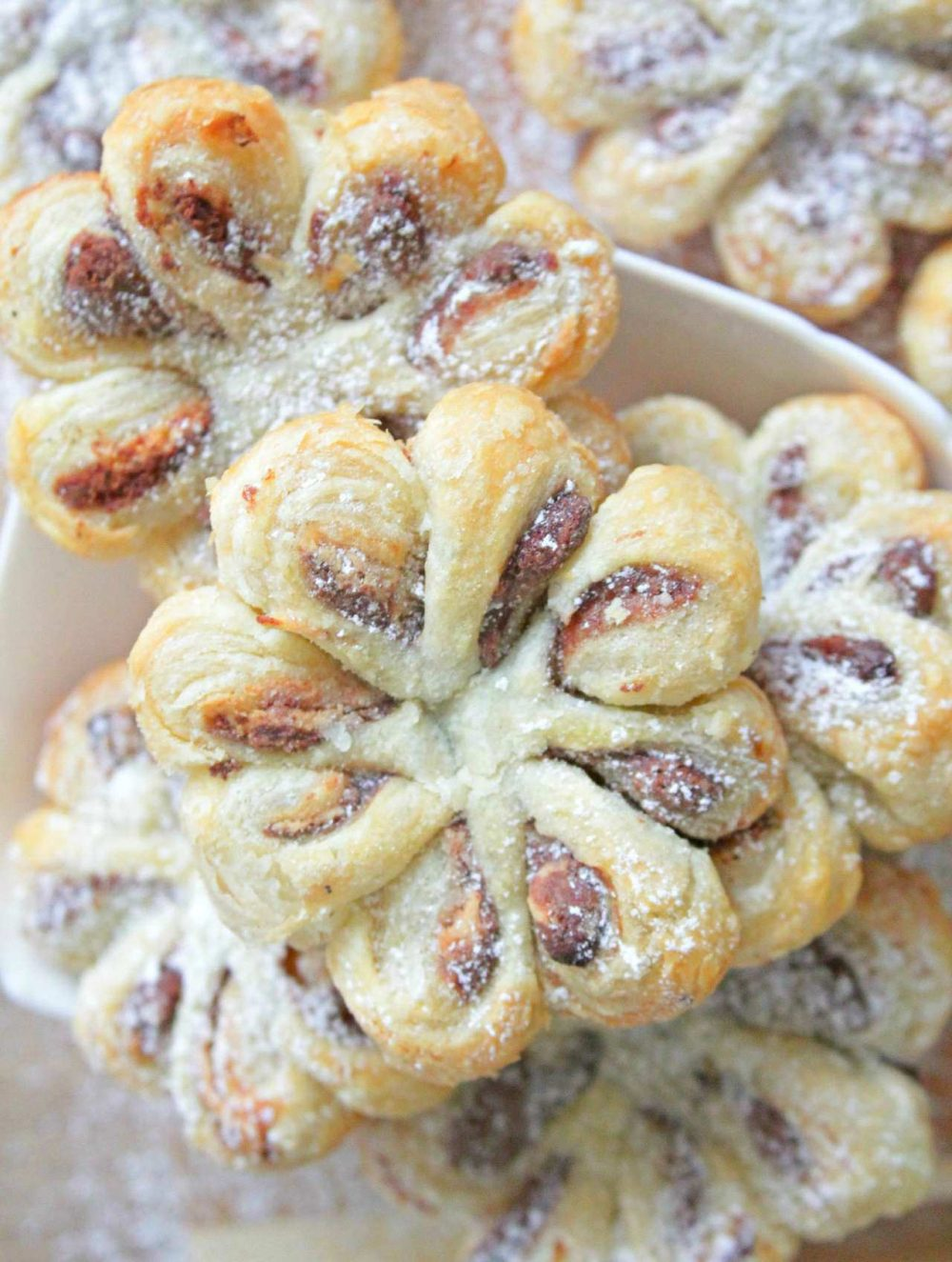 Pastry flowers with nutella and peanut butter