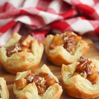 Apple pie cups with puff pastry