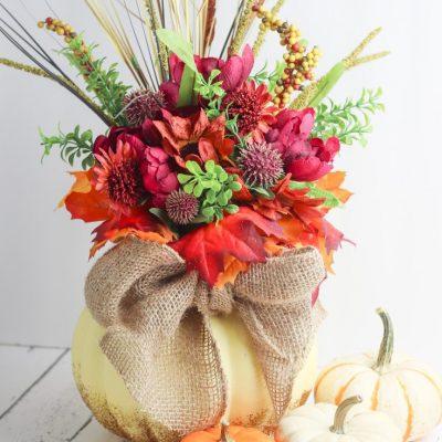 Glittery DIY pumpkin vase centerpiece