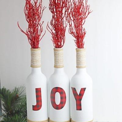 Christmas wine bottle decor idea