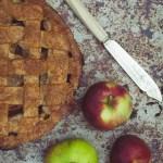 Apple Pie -- Seasonal recipes uk | https://theseasonaltable.co.uk/sweet/apple-pie/