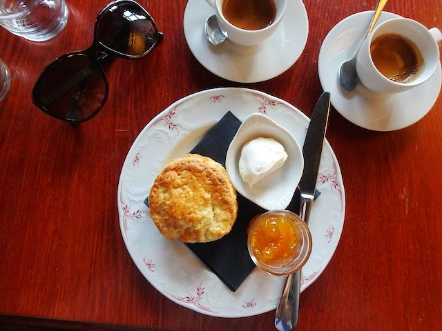 Café Lomi scones and coffee
