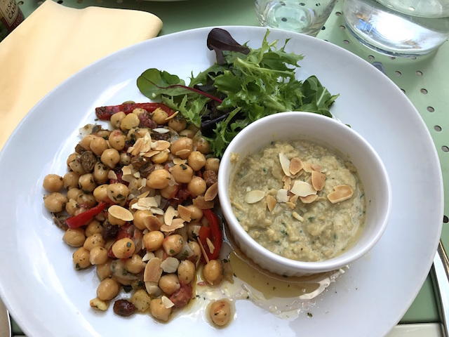 Chickpeas salad at L'Ami Voyage in Avignon, France