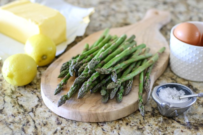 Hollandaise sauce with asparagus | The Secret Life of Bee