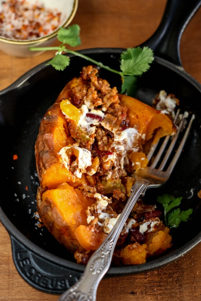 chili con carne stuffed sweet potatoes | The Secret Life of Bee