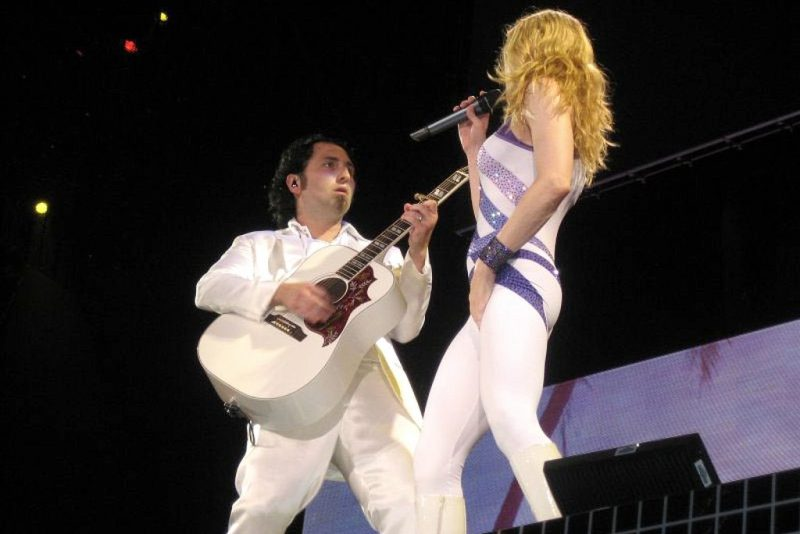 Monte Pittman and Madonna during the Confessions Tour