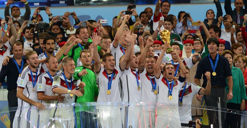 Philipp_Lahm_lifts_the_2014_FIFA_World_Cup