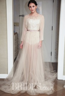 Samuelle Couture Wedding Dress - Fall 2015 Collection / Photo: brides.com