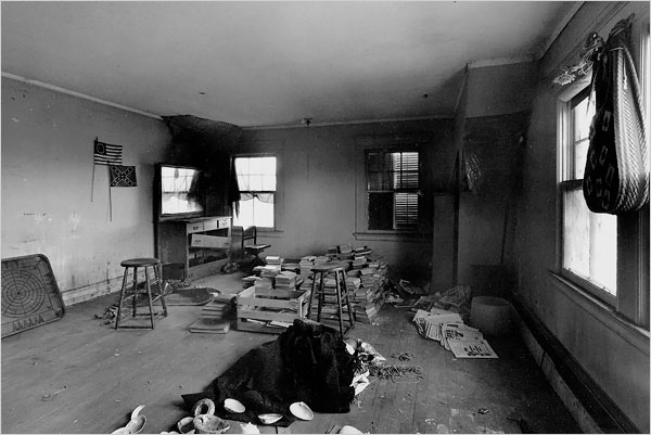 Among the debris Ms. Quinn and Mr. Bradlee found in their house were the corpses of cats and skulls of raccoons. Here, scattered seashells and piles of books occupy one of the ten bedrooms.