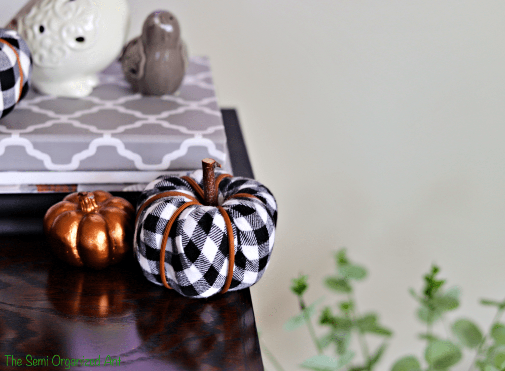 Simple Fall Decor With a Few Neutral Colors