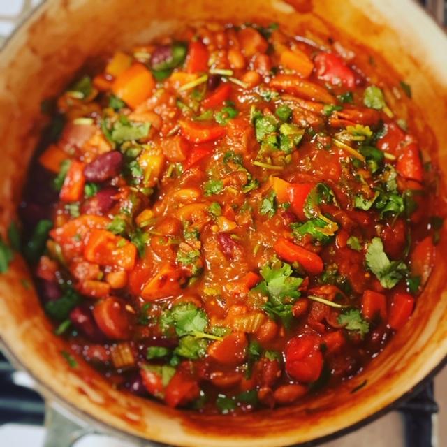 Warming rainbow veggie chilli