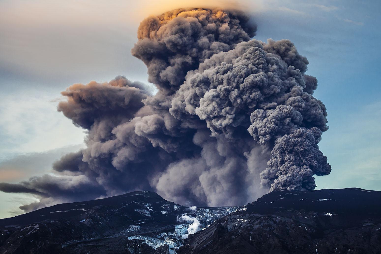 Volcano Smoke Eruption Iceland