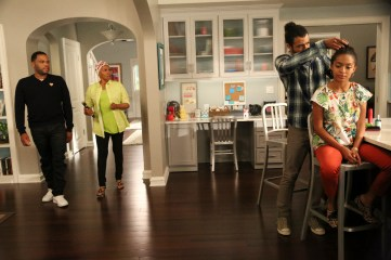 """BLACK-ISH - """"God"""" - When Dre discovers that Zoey is questioning her belief in God, he undergoes a crisis of faith and leans on family members and coworkers for their input. Meanwhile, Bow's brother Johan comes to stay with The Johnsons after living abroad and becomes an instant thorn in Dre's side, on """"black-ish,"""" WEDNESDAY, SEPTEMBER 28 (9:31-10:00 p.m. EDT), on the ABC Television Network."""" (ABC/Mitch Haaseth) ANTHONY ANDERSON, JENIFER LEWIS, DAVEED DIGGS, YARA SHAHIDI"""
