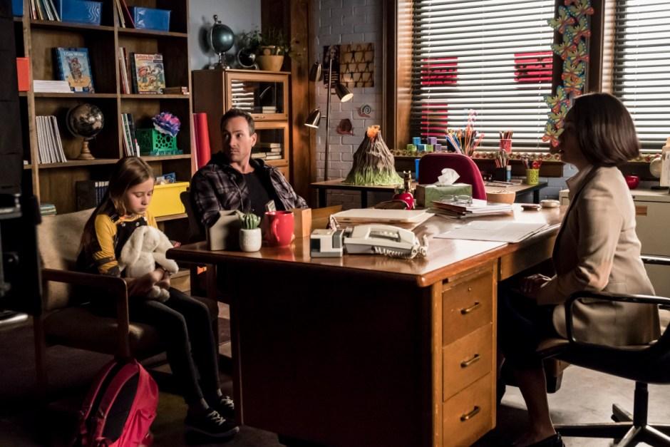 """The Flash' Season 5 Episode 7 Recap: """"O Come, All Ye"""