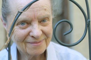SPECIAL TO THE LOS ANGELES TIMES – Poet Marie Ponsot, standing behind a trellis, poses for a photograph on the terrace of her New York City apartment, Friday, May 24, 2002. PHOTO CREDIT:Diane Bondareff/SPECIAL TO THE LOS ANGELES TIMES