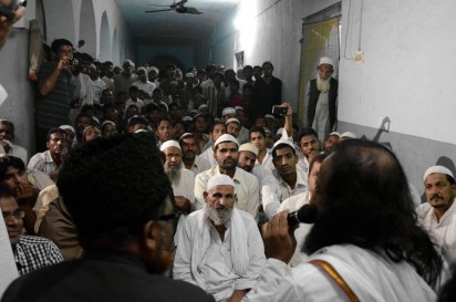 Sri Sri visiting a Madarsa in Basi Kalan, Shahpur which was converted into a make-shift camp for Muslims affected by the Muzaffarnagar riots in 2013