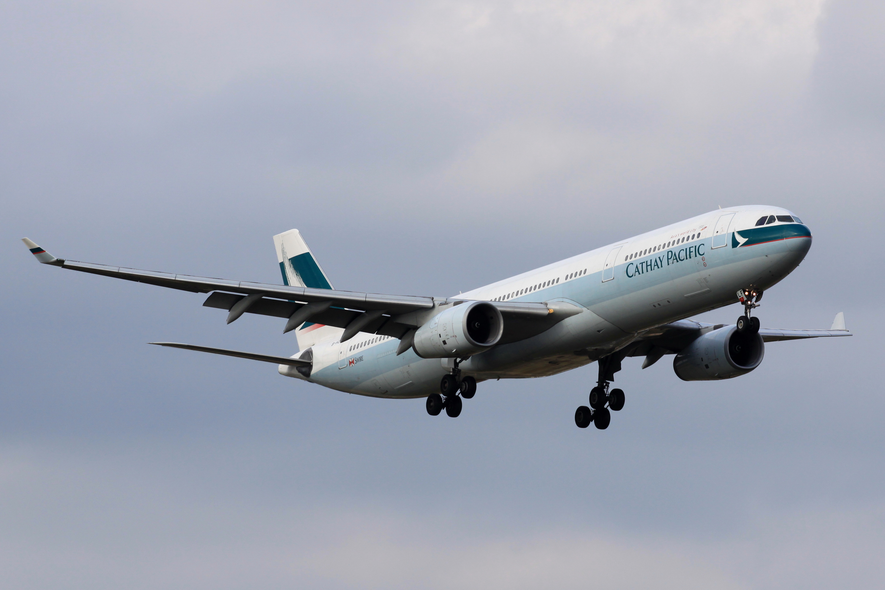 cathay_pacific_a330-300b-hlf_4085432331