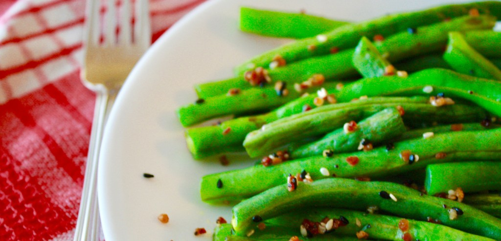 Amazing roasted green beans with everything but the bagel seasoning featured