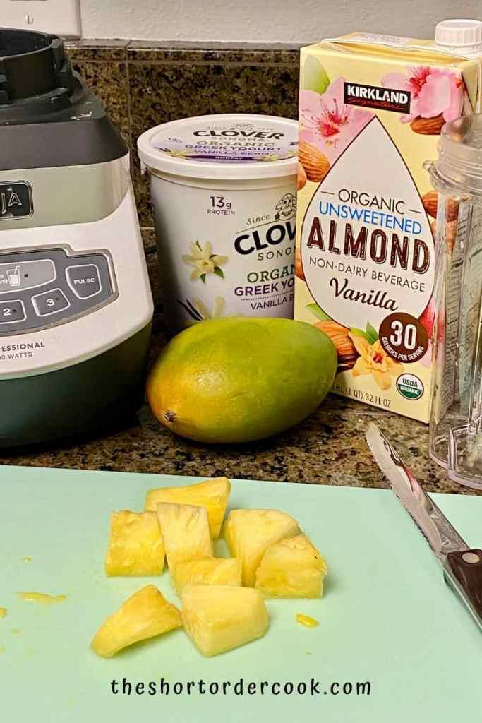 Mango Pineapple Smoothie ingredients
