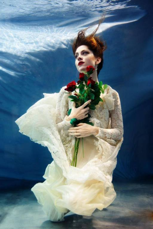 Bride with red roses underwater sickly mama blog how to make hair look good underwater