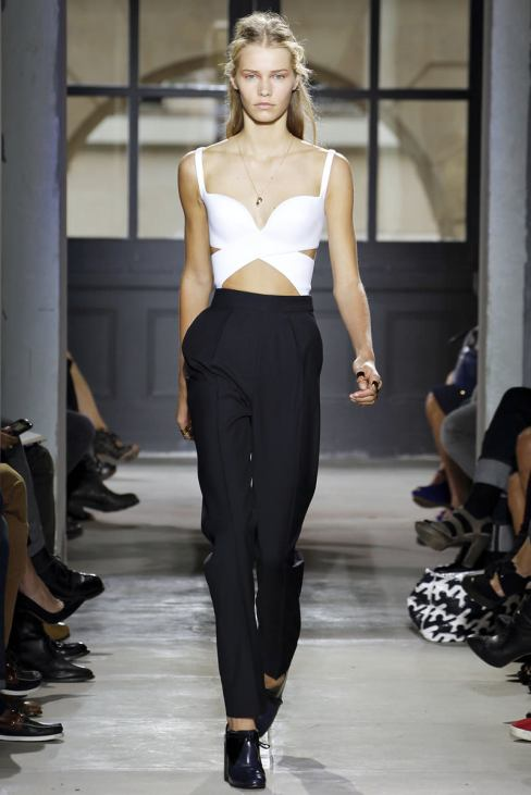 1362502323_triumphant_return_of_high_waisted_pants_how_to_choose_and_what_to_wear_06