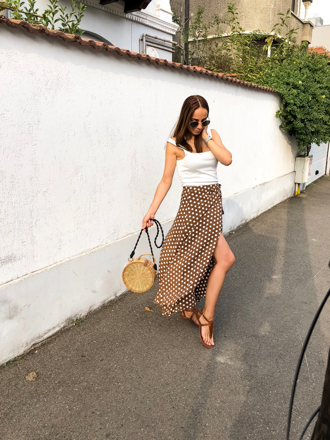 outfit_ideas_polka_dots_midi_skirt
