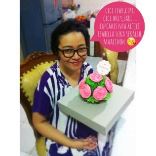 Dapet kiriman kue dari teman-teman baik di Finance :')