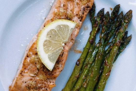 garlic herb butter salmon & asparagus