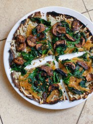 vegan mushroom and spinach white pizza with caramelized onions and roasted garlic