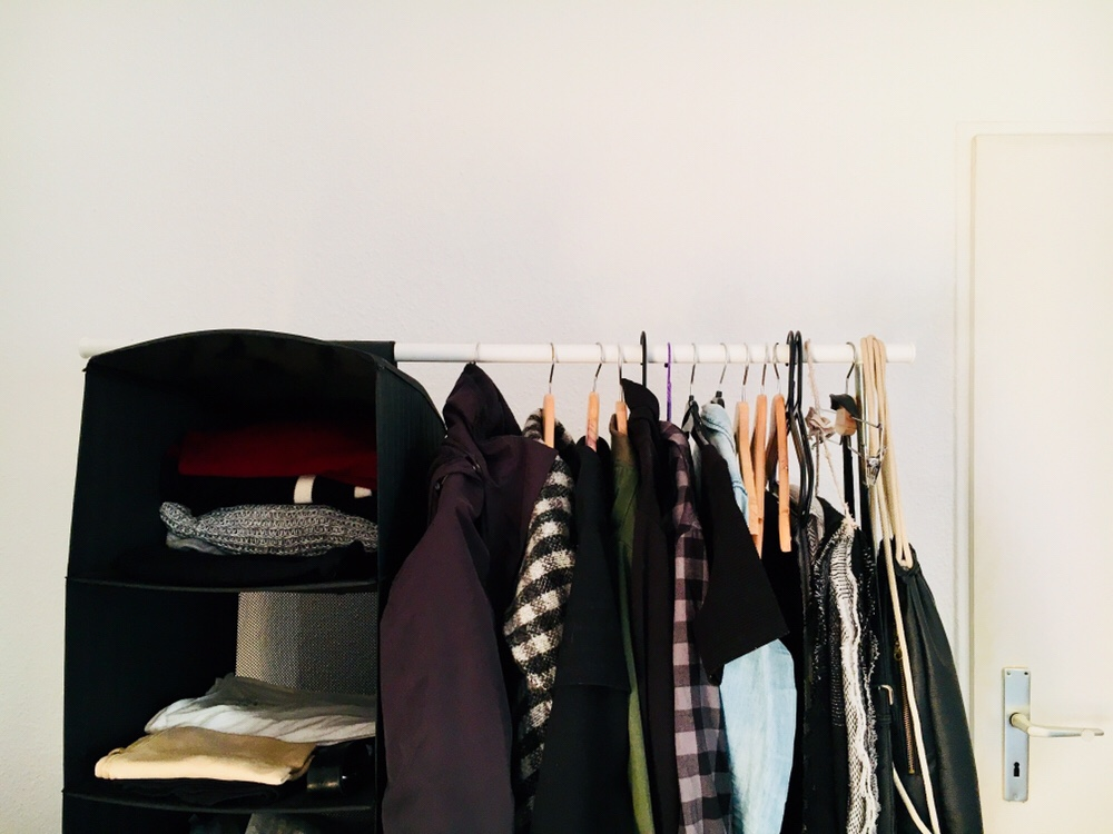 "Why I'll never go back to a ""normal"" wardrobe: benefits of a minimal wardrobe"