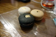 Look at this artsy picture of these macaroons