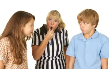 mom-referees-kids-fight1