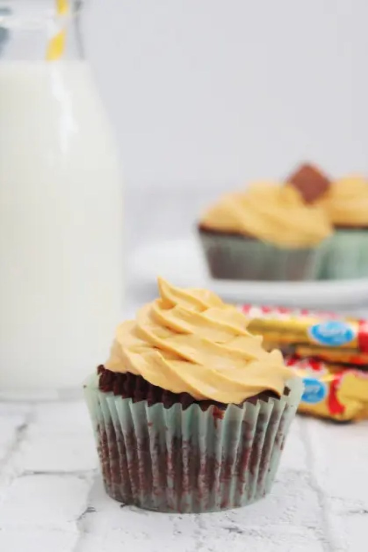 Stuff The Chocolate Cupcakes With A Twix Candy Bar
